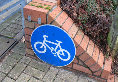 Cycle path sign on the ground